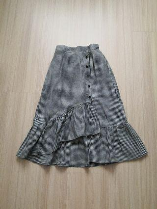 Black checkered ruffle skirt