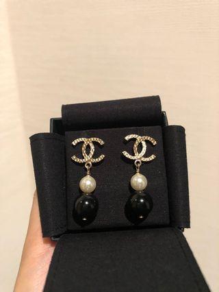 Chanel Pearl Earrings 黑白雙珍珠耳環