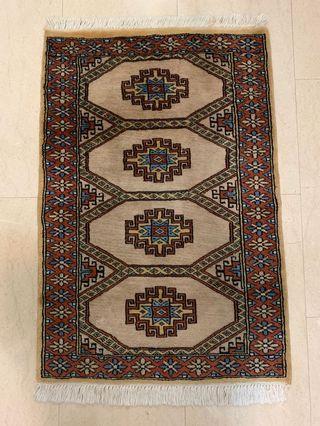Hand-made Pakistan rug