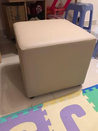 50x50x45cm cube chair
