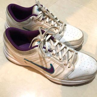 nike white shoe