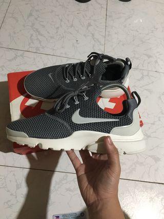 a1e6b230377a Nike Presto Fly