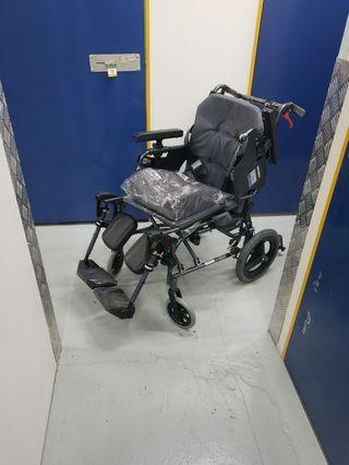 全新手推輪椅  超舒服豪華 有保養 低過半價出售 (原價12,900有單) Wheelchair