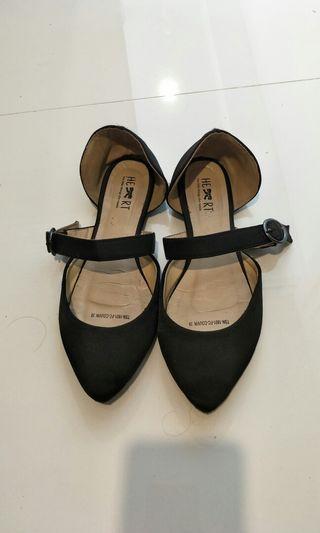 Sepatu littlethink