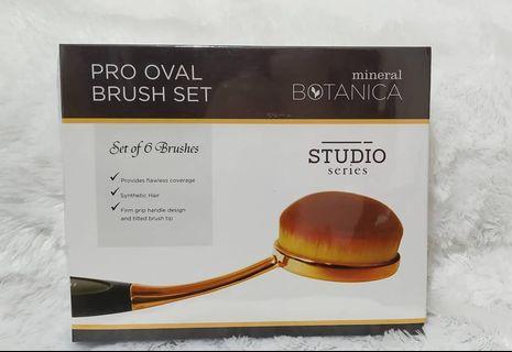 Mineral botanica pro oval brush set