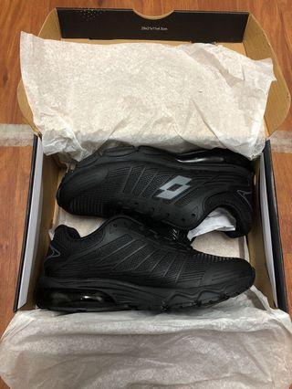 🚚 Lotto 黑色步鞋