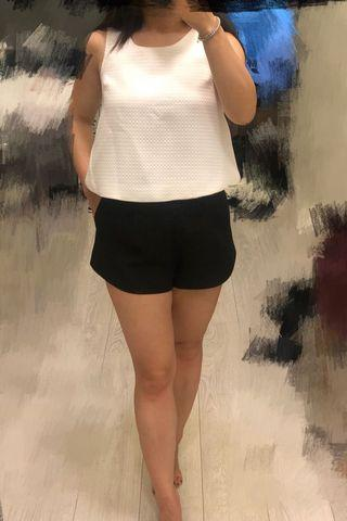 White textured top and back short shorts set for party, size Small