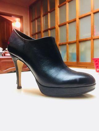 🚚 孫芸芸愛牌 VINCE CAMUTO 黑色高跟鞋,原價五千多,特價888