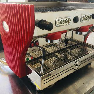 La Nuova Era Coffee Machine