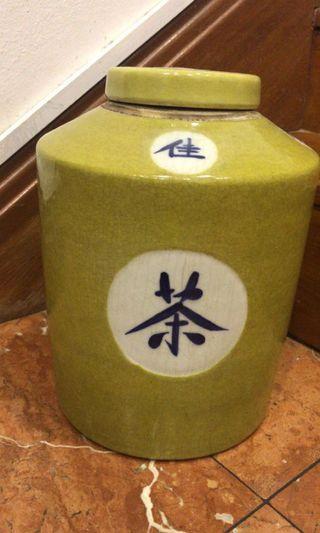🚚 Large ceramic jar