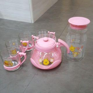 Collectible Pooh Bear Teapot and Cups set