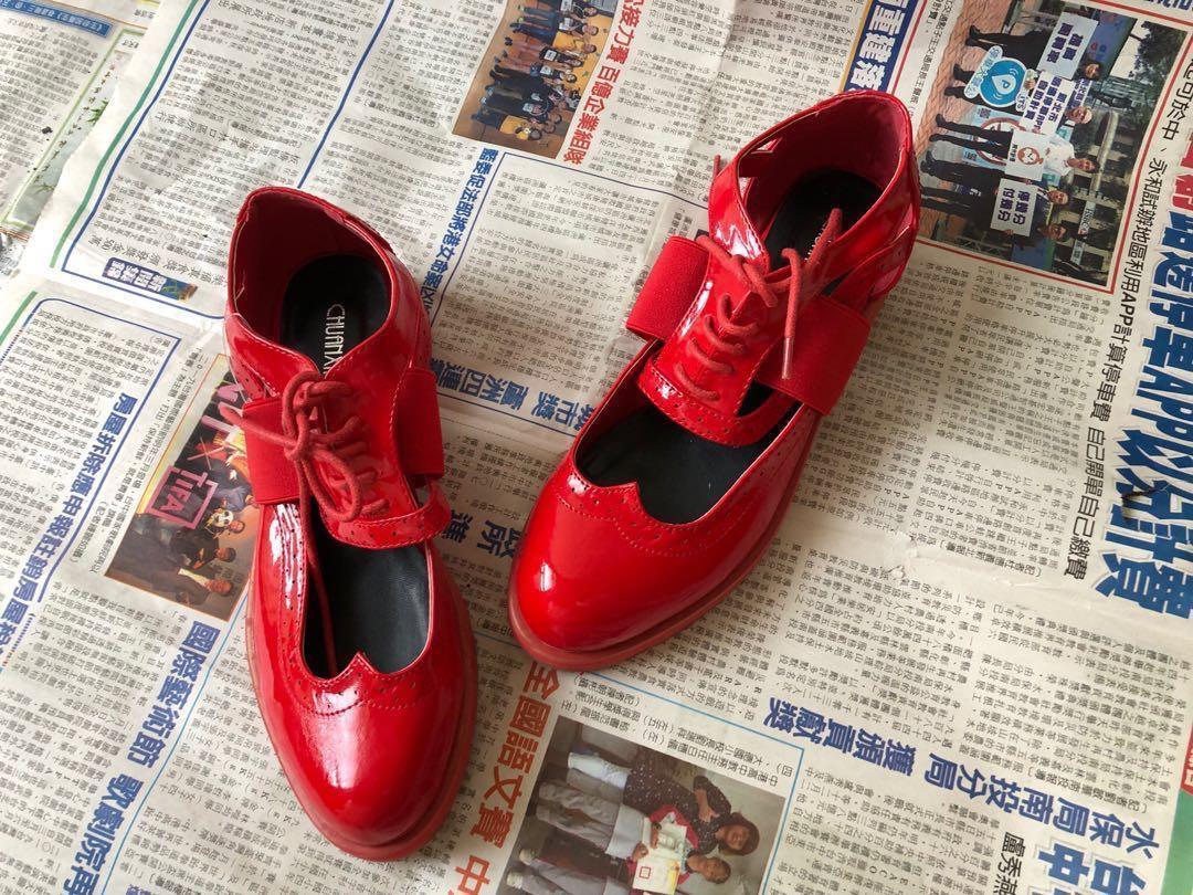 紅色亮皮低跟 牛津鞋