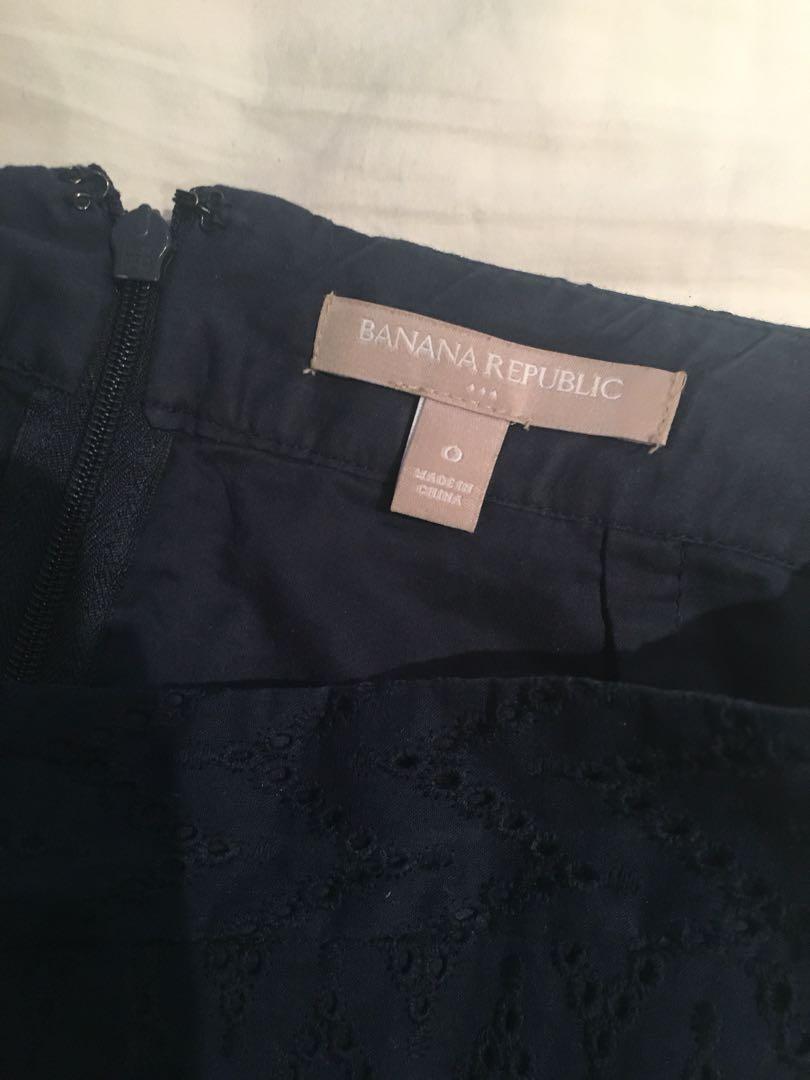 Banana Republic Navy Blue Pencil Skirt (Size 0)