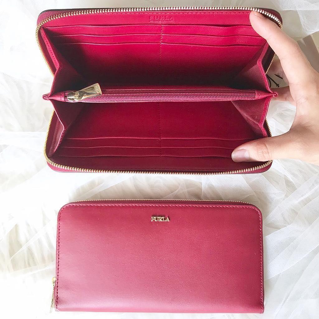 Furla classic babylon zipper wallet Size 20cm x 11cm complete with box