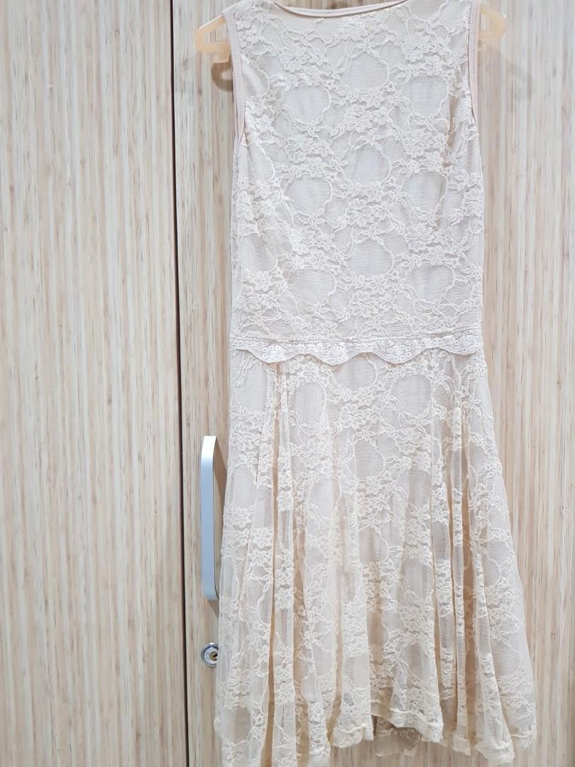 Gaun elegant minimalis