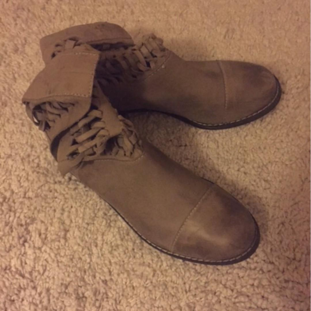 Modern Vintage leather BOOTS! Size 40/10US. Nearly new!