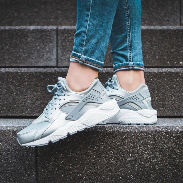 Nike Huarache Silver, Women's Fashion, Footwear, Sneakers on Carousell