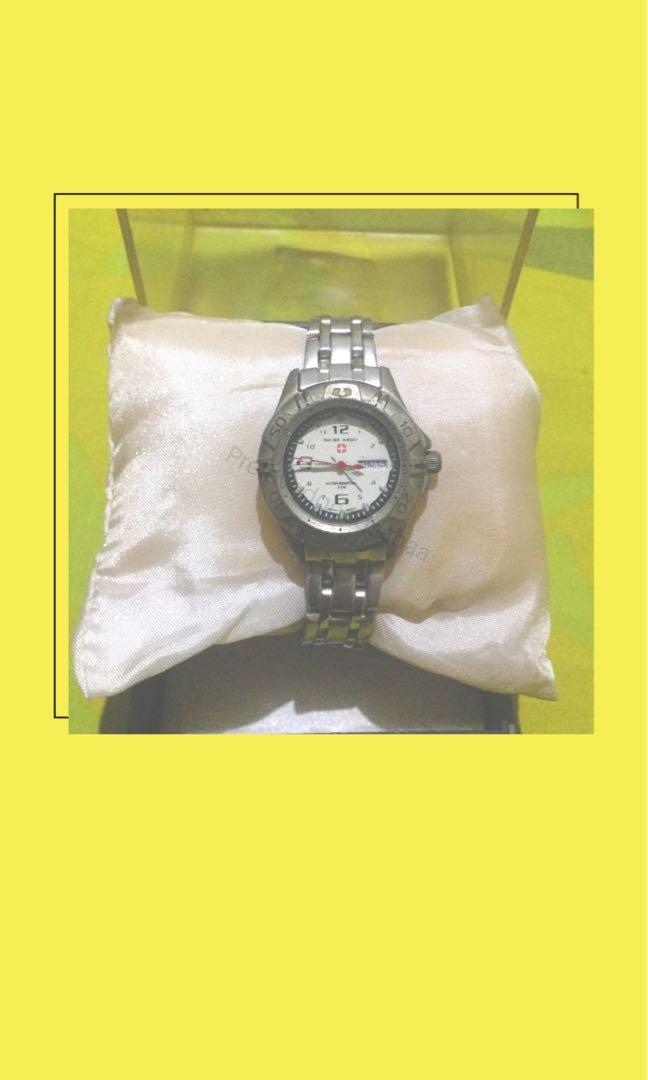 Swiss army jam tangan