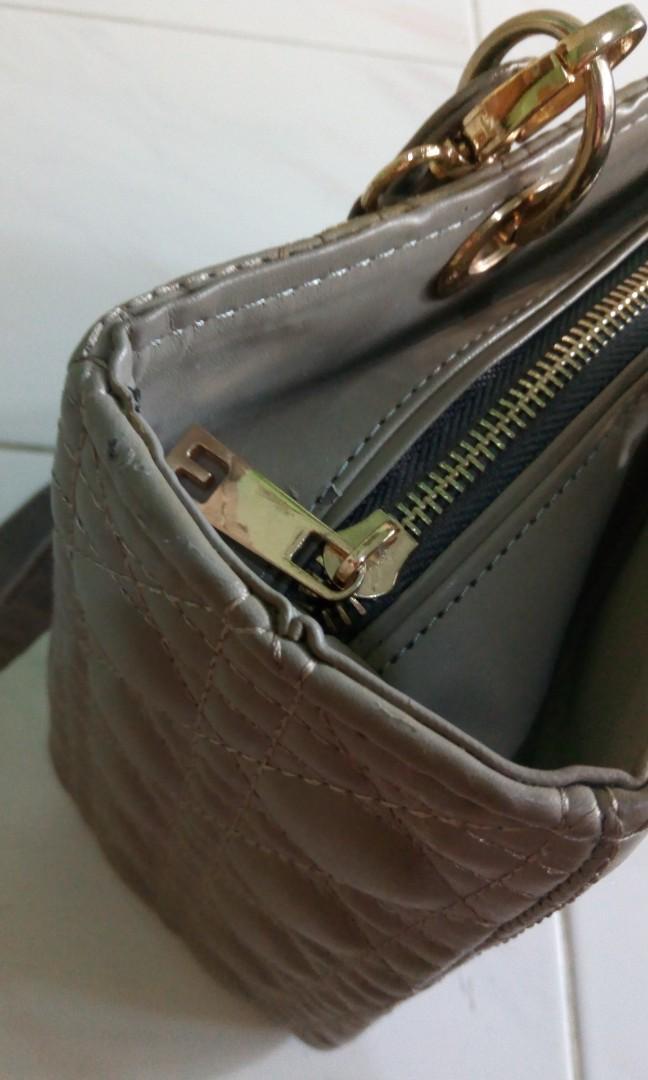 Tas tangan Christian Dior