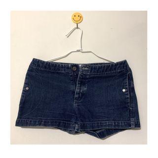 Calvin Klein 牛仔短褲
