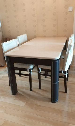四人餐桌連座椅,雲石枱面。