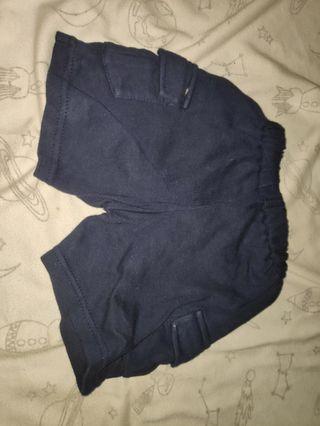 Celana pendek bayi