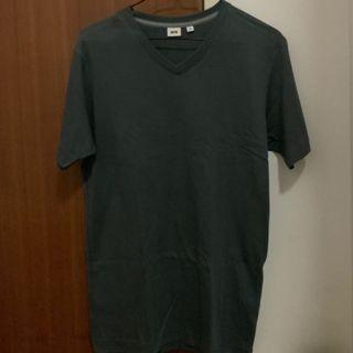🚚 Uniqlo Dark Grey V-Neck Tshirt (M)