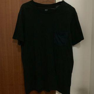 🚚 Uniqlo Black Tshirt w Striped  Navy & Black Side Pocket (M)