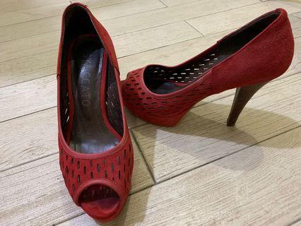 紅色高跟鞋