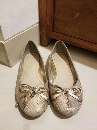 Yongki Komaladi Flat Shoes in Gold