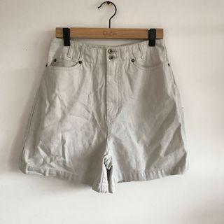 Beige high waisted vintage shorts