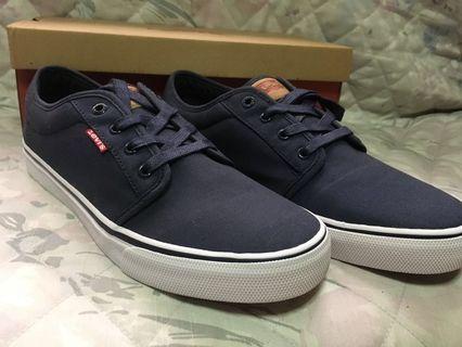d4349a2cfd26 Levi s Men s Porter Navy Sneakers