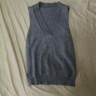 #半價衣服拍賣會 淺灰色前短後長針織背心