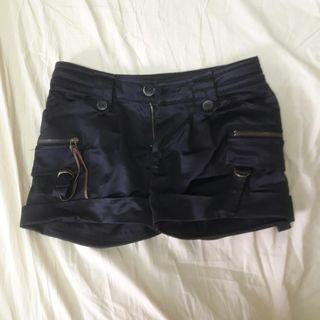🚚 #半價衣服拍賣會 黑暗系短褲