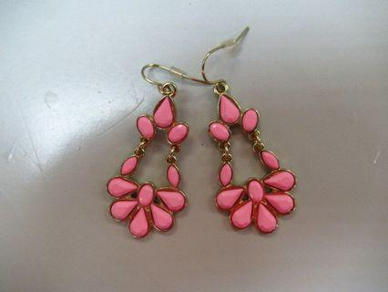 全新 深粉紅色 半邊花形 勾耳環