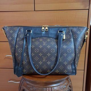 fc1bcace937f Louis Vuitton Estrella LV handbag
