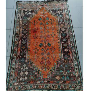Persian Carpet - antique hand woven Shiraz rug