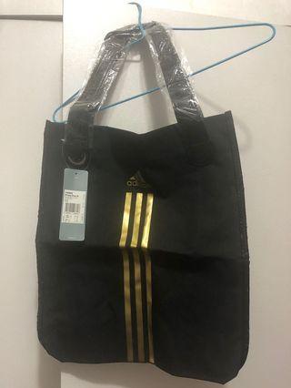Adidas toe bag 100% new.
