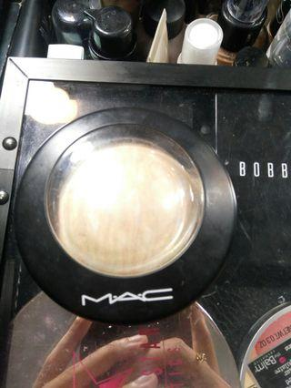 MAC HIGHTLIGHT LIGHT SCAPADE