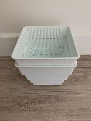 🚚 Ventilated Pots 12cm White
