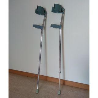 Pair of lightweight walking crutches (free)