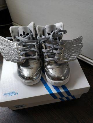 🚚 Toddler's Sneakers