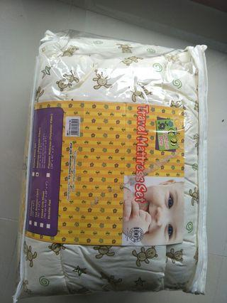 Cot bumper , fitted sheet , comforter