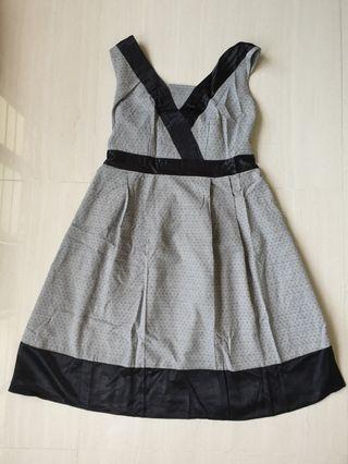 🚚 Grey maternity dress
