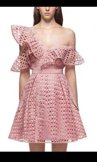 全新現貨 粉紅色斜膊露肩 魚綱連身裙 淑女裙 粉紅名連身裙