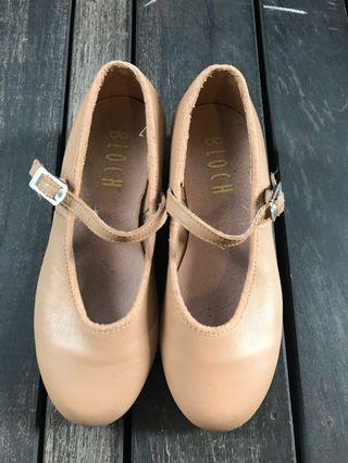 Tan Bloch Tap shoes size 11.5