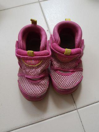🚚 Pink sports shoes for girl