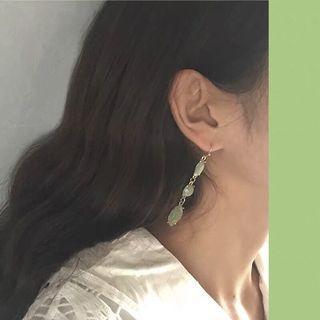 🚚 《早衣服》4月花滿園🌼宮廷金箔溫柔文藝氣質復古長款綠寶石耳針夾式耳環無耳洞耳夾(預)
