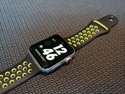 Series 3 Nike+ 42mm LTE (GPS+Cellular) Apple Watch Silver Aluminium Nike Sport Band Black Volt 99.9%new