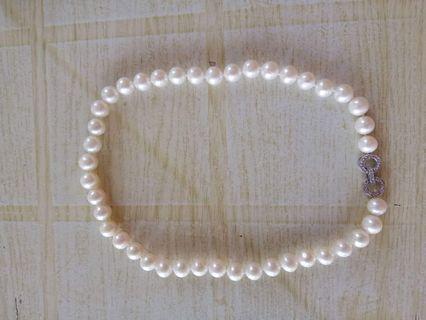 Les Perles Pearl Necklaces and Bracelets